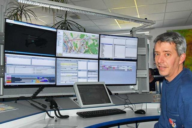 Die Rettungsleitstelle Lörrach gibt per Telefon Anleitungen für die Erste Hilfe
