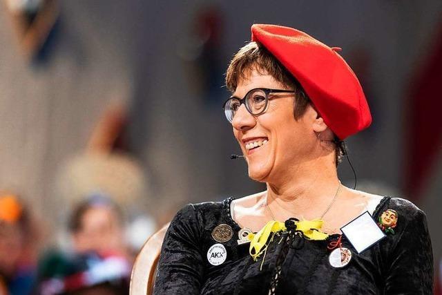 Kramp-Karrenbauer irritiert mit Witzelei zum dritten Geschlecht