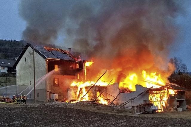 Großbrand fordert drei Verletzte