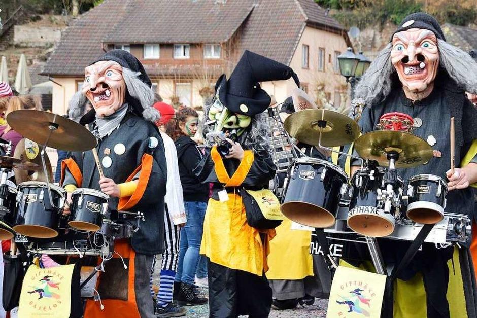 Ein närrisches Stelldichein gaben sich 44 Umzugsgruppen am Fasnachtssonntag in beiden Laufenburg. (Foto: Hildegard Siebold)