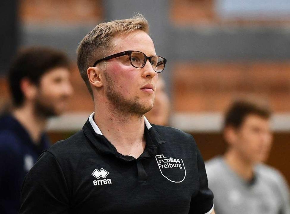 Ein angespannter FT-Trainer Jakob Schönhagen  | Foto: Patrick Seeger