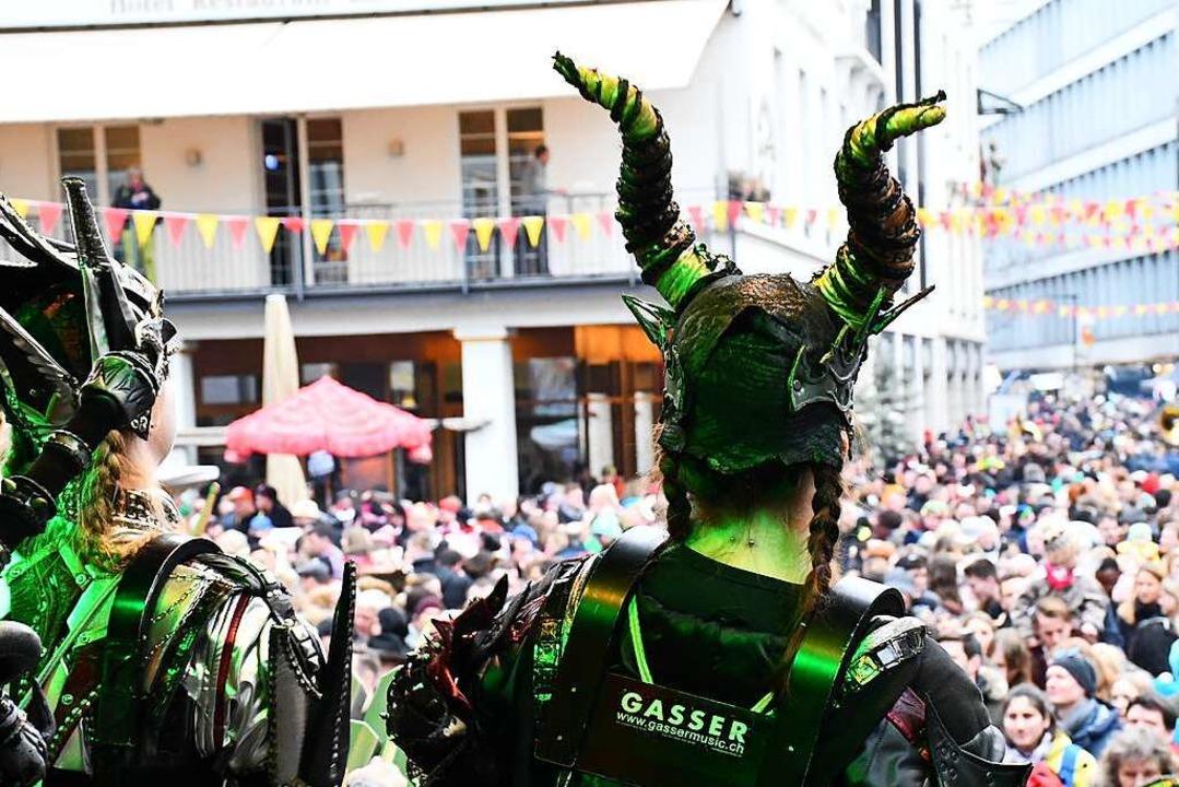 Was ein Blick über die tanzenden Massen...  | Foto: Barbara Ruda