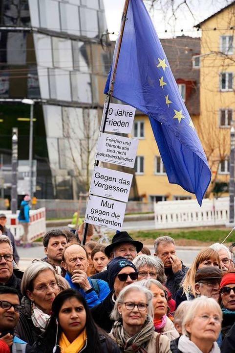 Ein lebendiges Europa mit Visionen wünschen sich die Redner und Besucher.  | Foto: Thomas Kunz