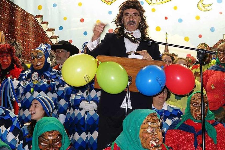 Das Albaneum platzte wieder aus allen Nähten als die traditionelle Bad Krozinger Pfarrfasnacht mit Beteiligung alle Narrenzünfte über die Bühne ging. Ein gewohnt vielfältiges Programm sorgte bei alten und jungen Narren für Heiterkeit. (Foto: Dorothee Philipp)