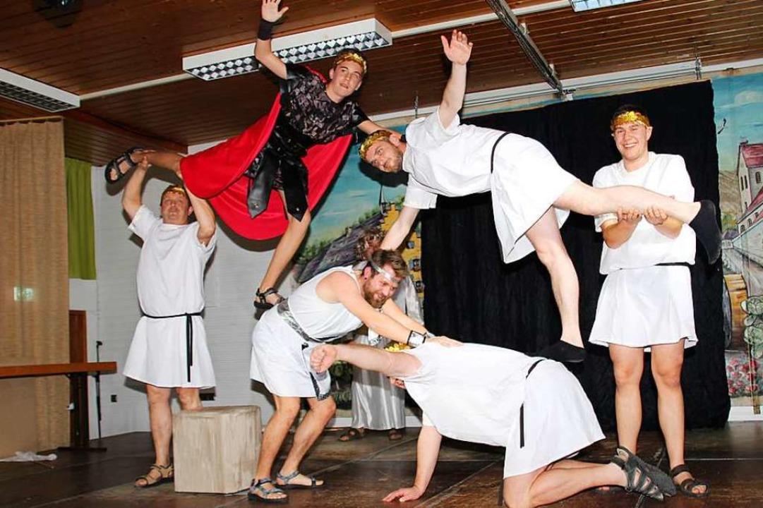 Ein Höhepunkt für den weiblichen Teil ...nftabends ist stets das Männerballett.  | Foto: Mario Schöneberg