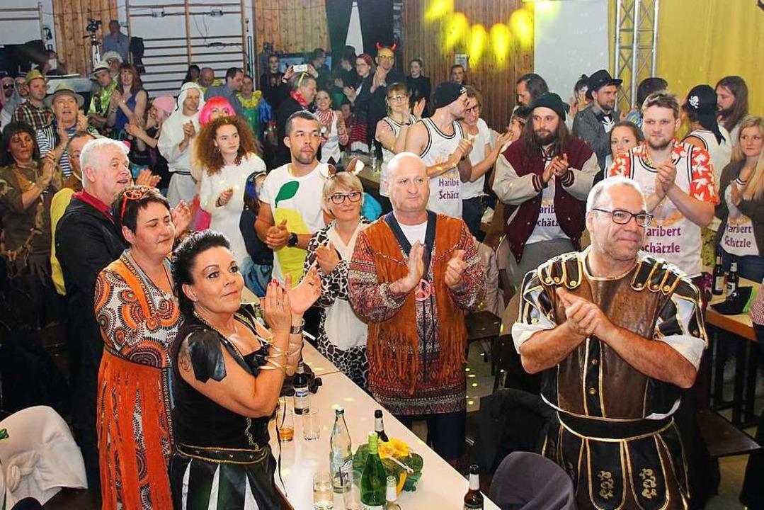 Das Gottenheimer Publikum geht beim Zunftabend voll mit  | Foto: Mario Schöneberg