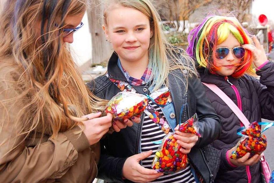 Tolle Stimmung beim Umzug der Kinderfasnacht durch Nordschwaben am Rosenmontag. (Foto: Petra Wunderle)