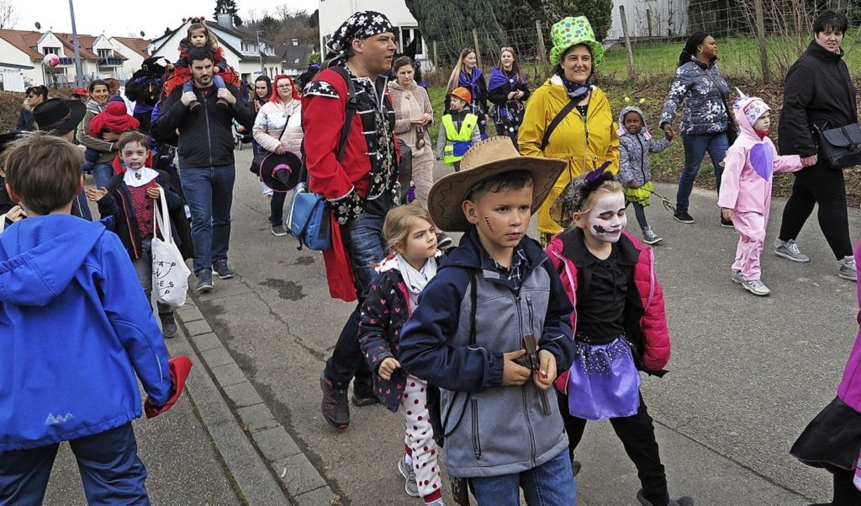 Viele  bunte Gestalten waren beim Umzu...chliengener Kinderfasnacht unterwegs.   | Foto: Dorothee Philipp