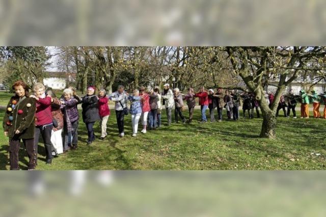 70 Teilnehmer machen eigenen Umzug