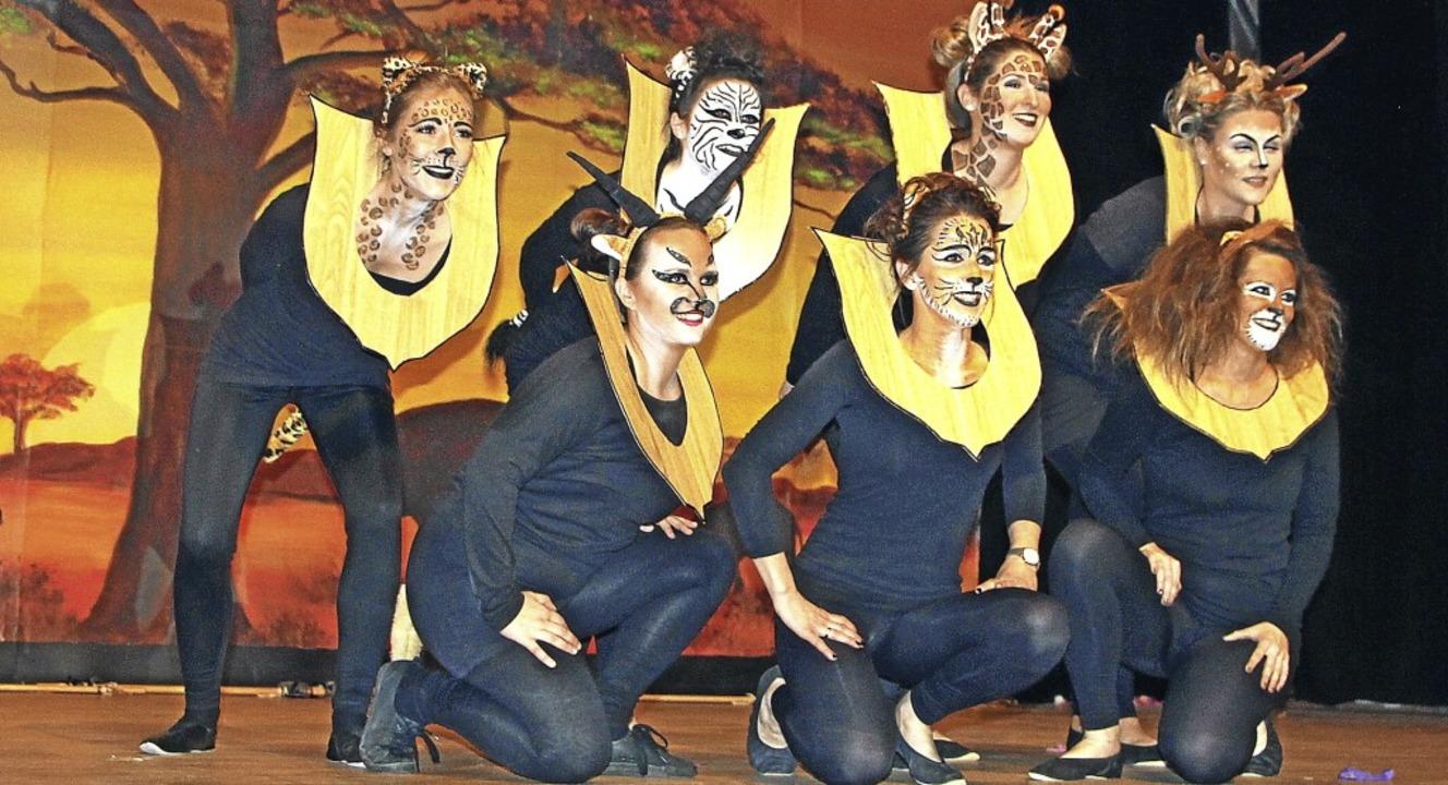 Die Mitglieder der großen Zunftgarde p...#8220; siegte beim Kostümwettbewerb.    | Foto: Trogus