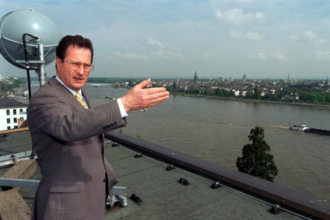 Klaus Kinkel auf dem Dach des Auswärtigen Amtes in Bonn  | Foto: dpa