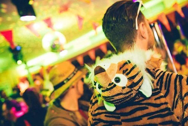 Fotos: Volle Bars bei der Freiburger Kneipenfasnacht am Fasnetmendig