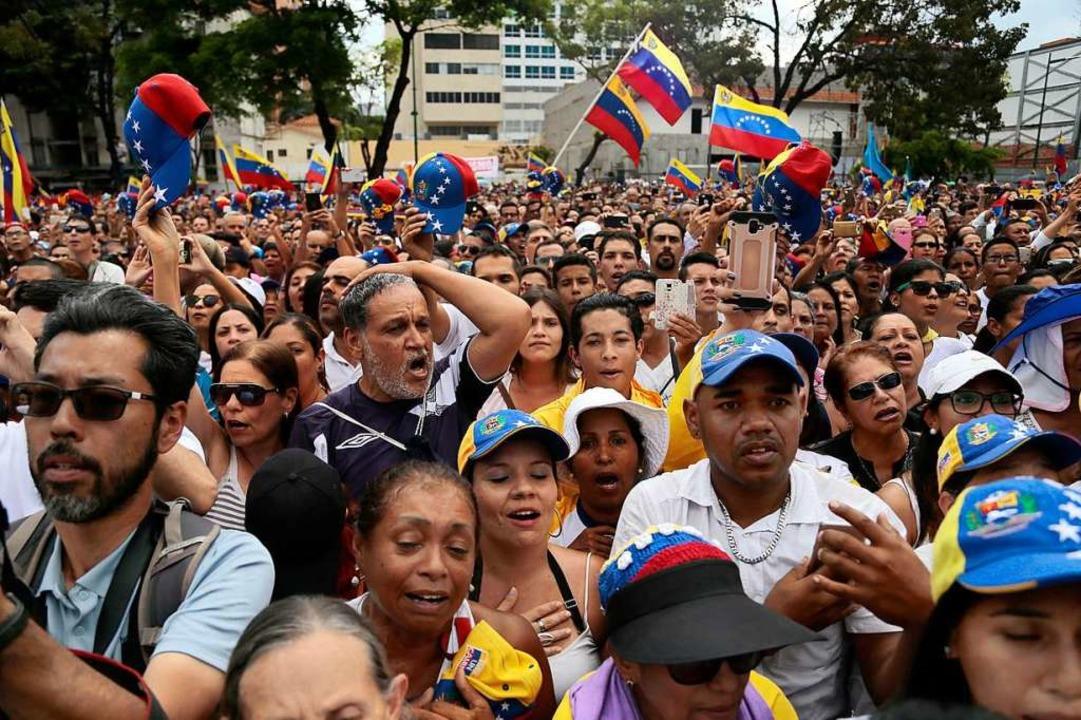Venezuela kommt aktuell nicht zur Ruhe...slich Guaidos Ankunft auf den Straßen.  | Foto: dpa