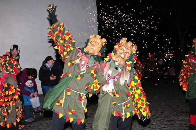 Trotz Sturmwarnung: Narren feiern beim Nachtumzug in Schopfheim