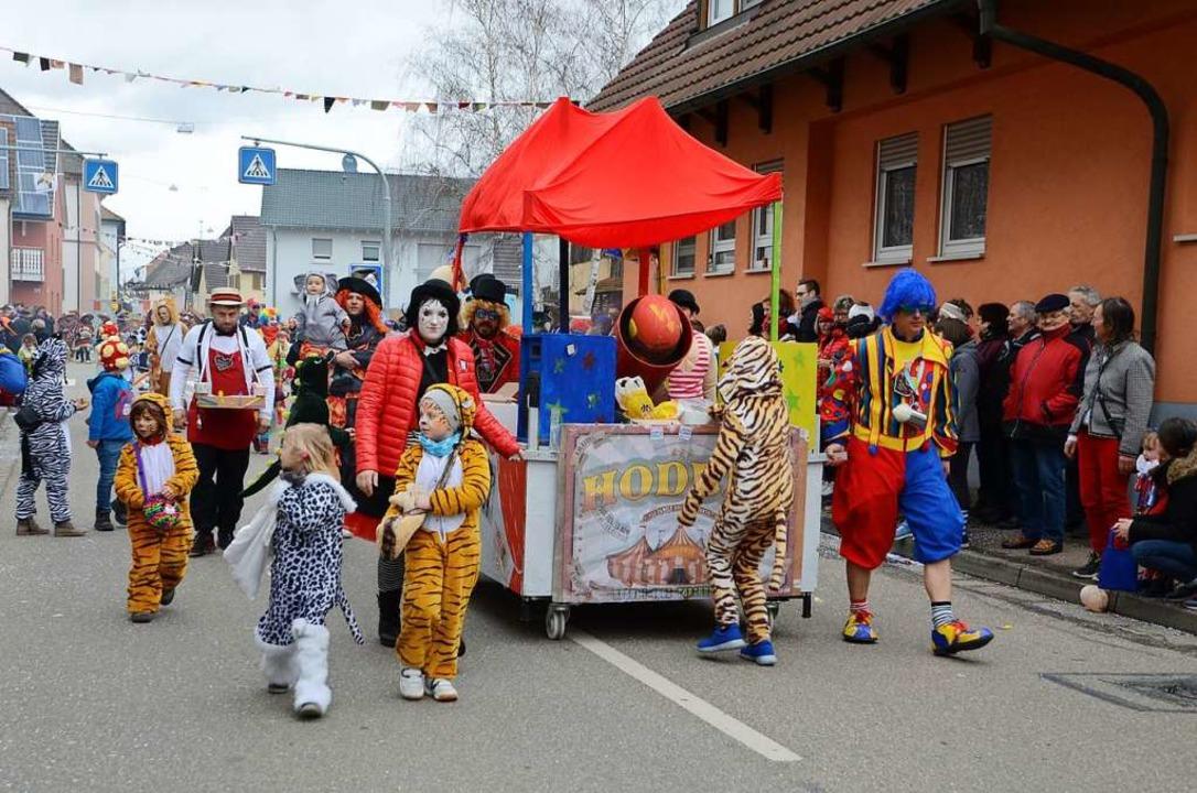 Die Zirkus-Clowns und Zirkus-Akrobaten vom Hodumi-Club.    Foto: Roland Vitt