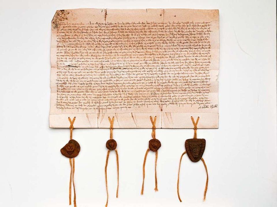 Stadtrechtsurkunde Waldkirch mit vier Siegeln (14. November 1315)  | Foto: Privat