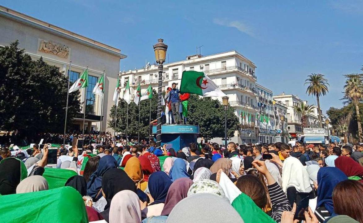 Proteste gegen Algeriens Präsidenten A...lika am Dienstag in der Stadt  Annaba   | Foto: afp