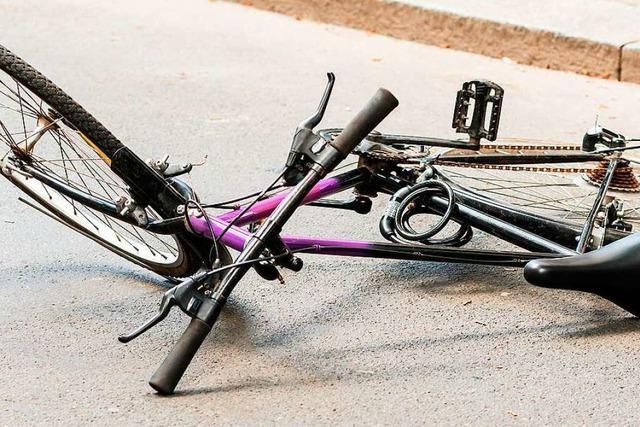 Radfahrerin bricht sich bei Unfall in Hugstetten einen Arm