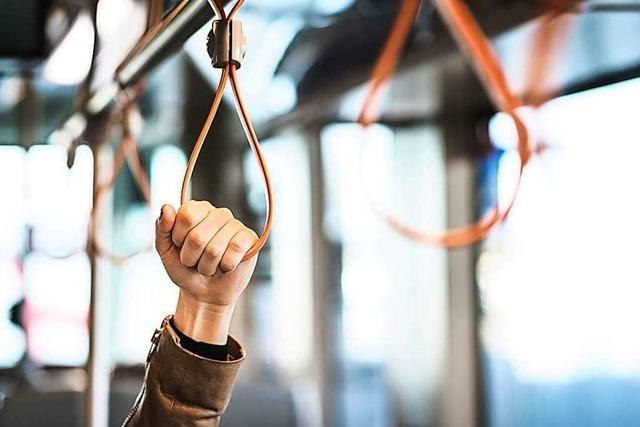 Fahrgast bei Notbremsung im Linienbus verletzt