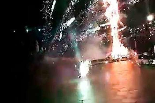 Bei Fasentverbrennung in Lahr sind Feuerwerkskörper quer geflogen