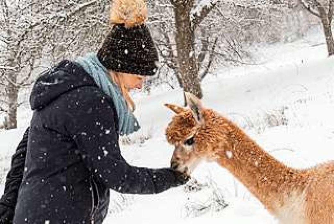 Katharina Sandmann mit einem ihrer Lieblinge im Schnee    Foto: Uwe Kindermann