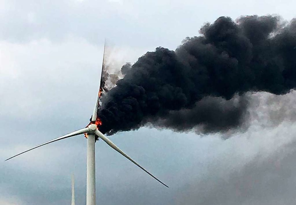 Brand einer Windkraftanlage in Brandenburg im Jahr 2018  | Foto: dpa