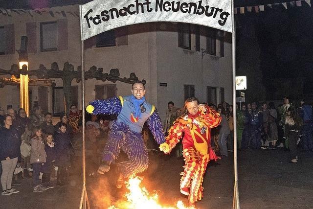 Fünfte Jahreszeit endet mit Sprung durchs Feuer