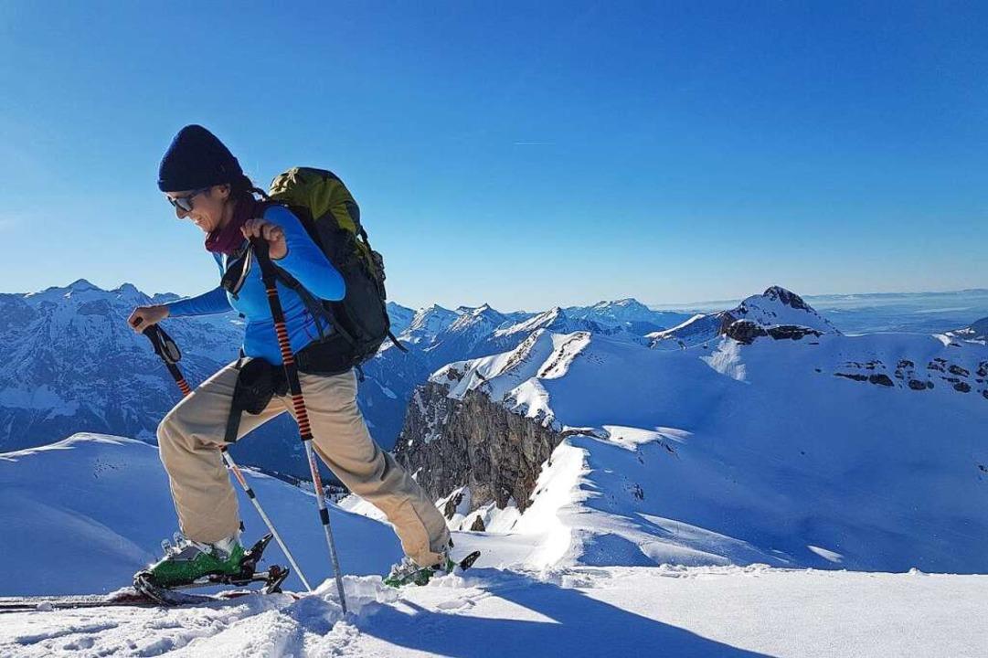 Der Aufstieg ist zäh. Doch oben locken...eizer Alpen und die Abfahrt zur Hütte.  | Foto: Jannik Jürgens