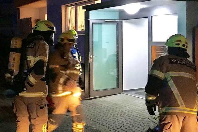 Feuerwehr rettet Frau aus Wohnung in Heitersheim