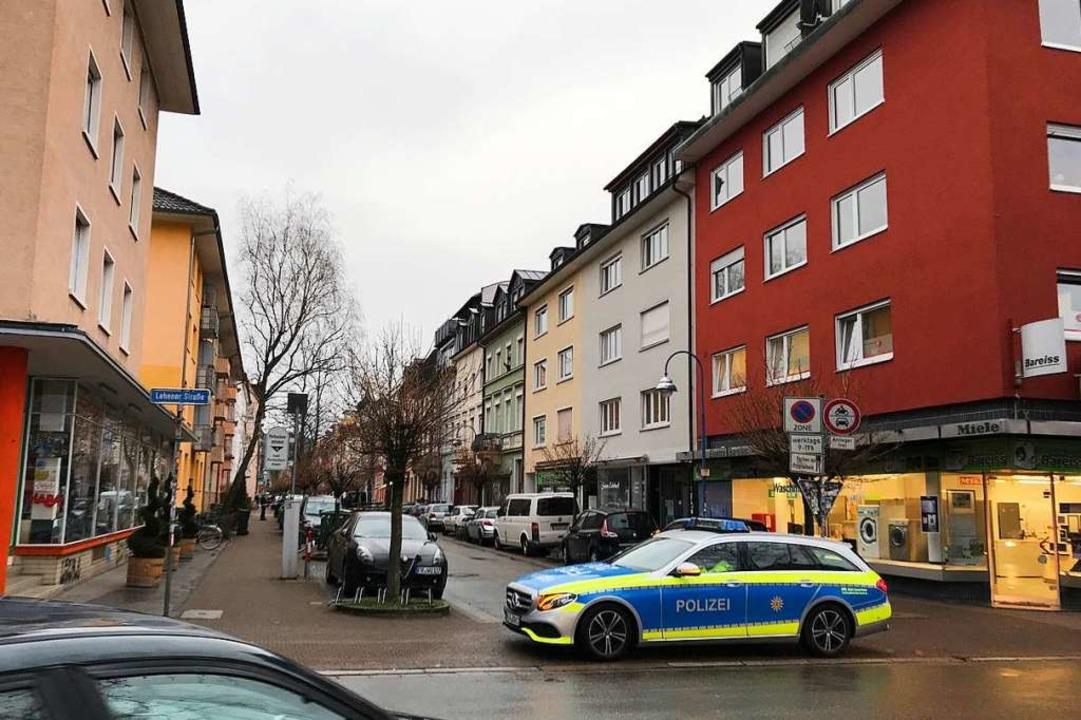 Die Klarastraße wurde zeitweise abgesperrt.  | Foto: Bernhard Amelung