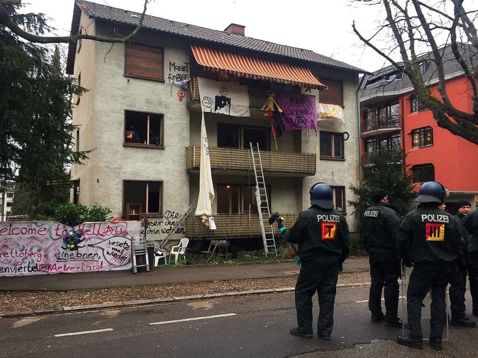Einsatz in der Mozartstraße – di...n sich in einem der oberen Stockwerke.  | Foto: Jonas Hirt