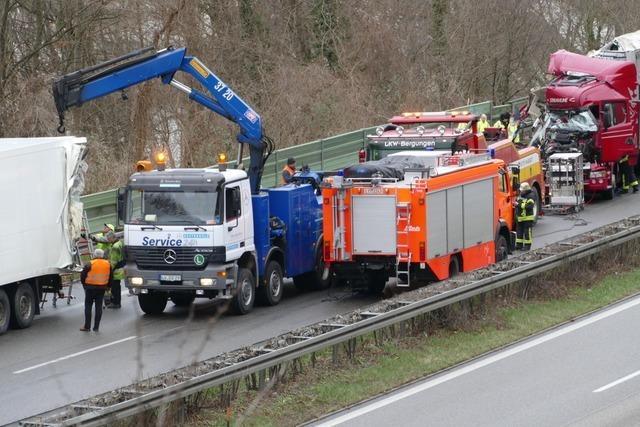 Polizei nennt Details zum Lastwagen-Unfall auf der A98 bei Lörrach