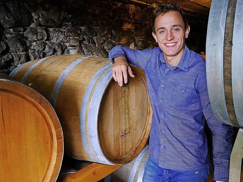 Im elterlichen Weinkeller  hat sich  N...die ersten Sporen als Winzer verdient.  | Foto: Privat