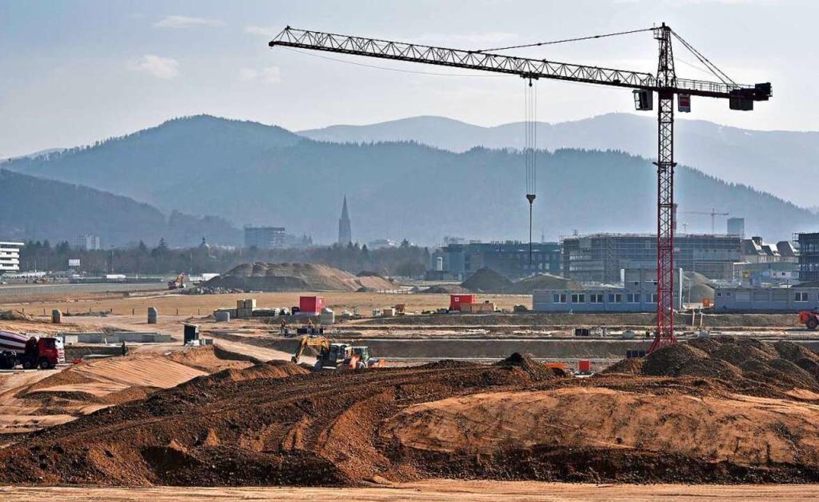 Der Zeitplan ist knapp, doch die Bauarbeiten am SC-Stadion kommen gut voran.  | Foto: Michael Bamberger