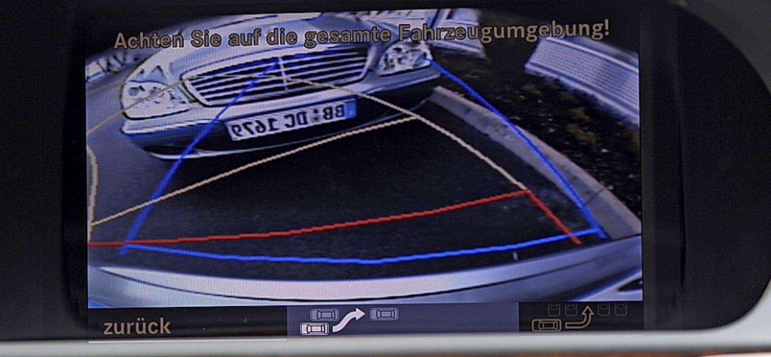 Die Rückfahrkamera ist bei immer mehr ...nd Gebrauchtwagen an BordFoto: Daimler  | Foto: Daimler