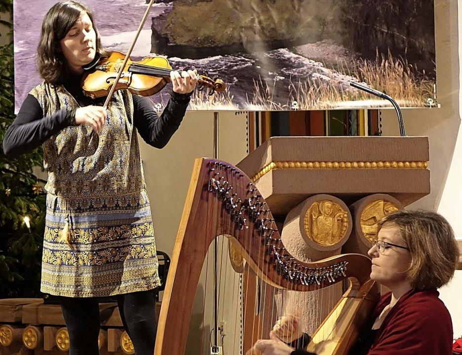 Das Ensemble Dúil ist mit traditionell... Tänzen zu Gast  in Schopfheim-Eichen.  | Foto: Roswitha frey