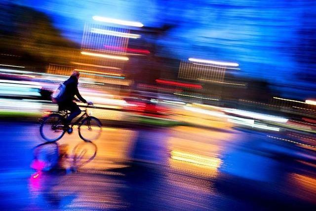 Radfahrerin wird von Autofahrer belästigt – war es ein Pizzabote?