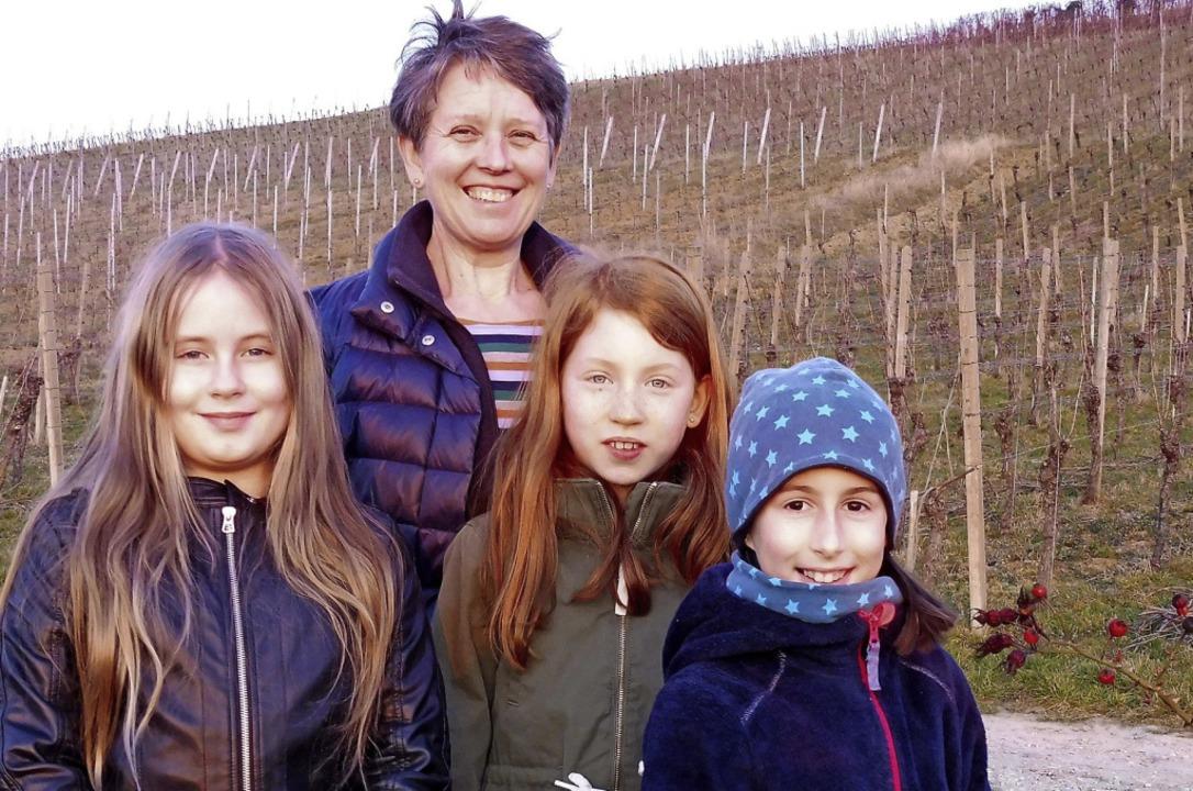 Landfrauenvorsitzende Agnes Barth mit ...arina Schalich und Emilia Adolf (v.l.)  | Foto: Privat