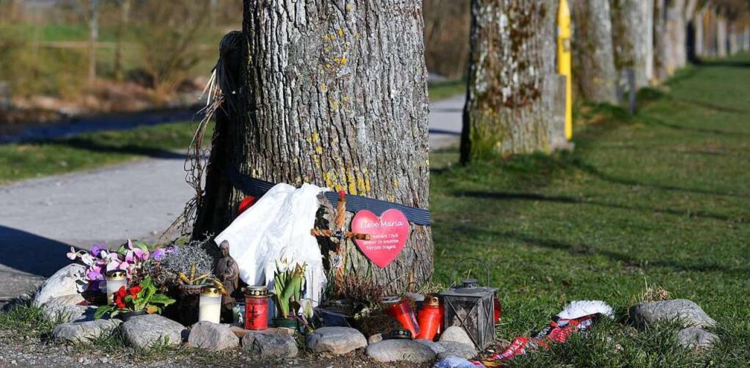 Der Tatort an der Dreisam ist zu einem Gedenkort geworden.  | Foto: dpa