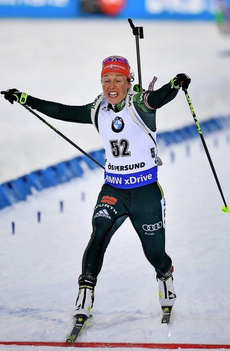 Mit letzter Kraft ins Ziel: Laura Dahlmeier in Östersund     Foto: AFP