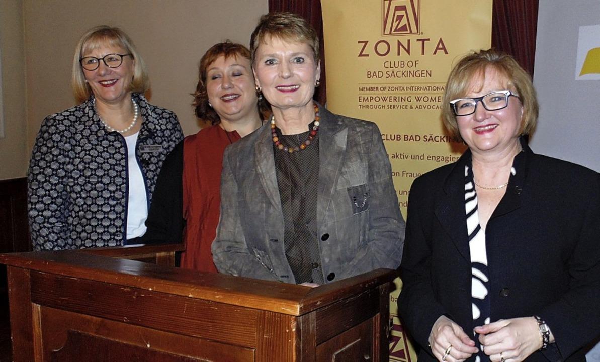 Referentin des Abends war Friedlinde G...d Sabine Hartmann-Müller (von links).   | Foto: Michael Gottstein