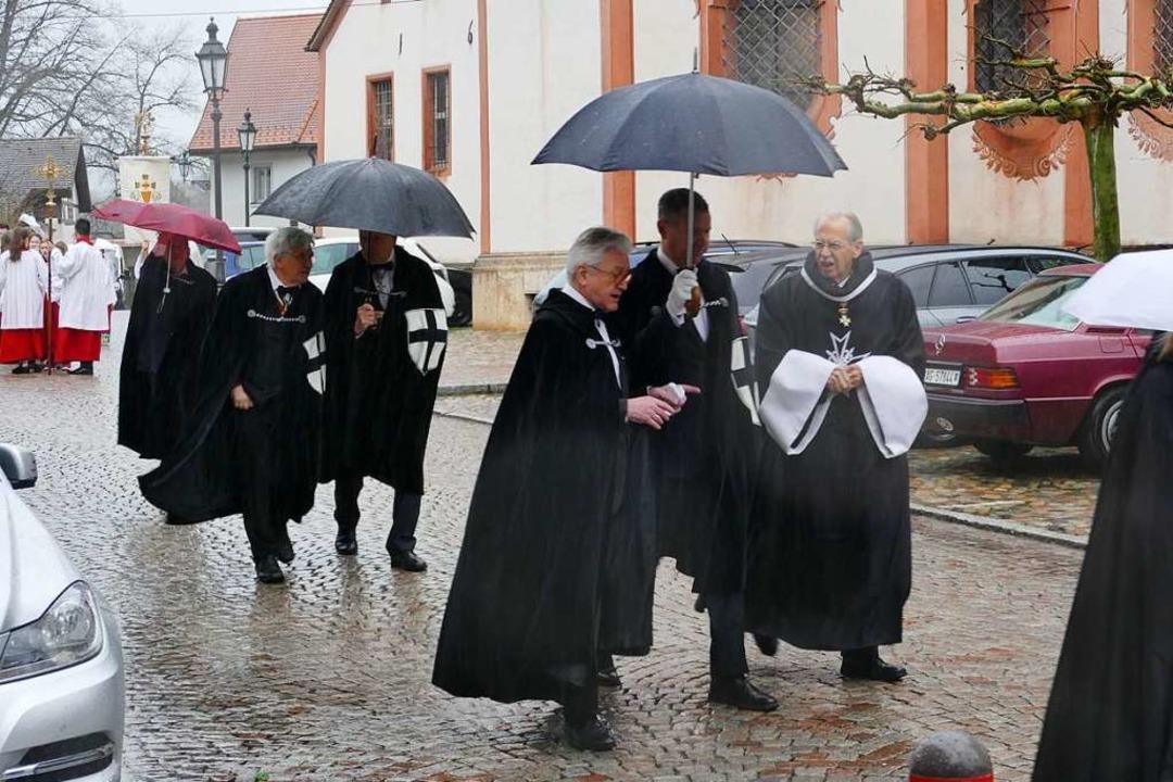 Eilig hatten es die Mitglieder des Deu...g als auch die Prozession fielen aus.   | Foto: Axel Kremp