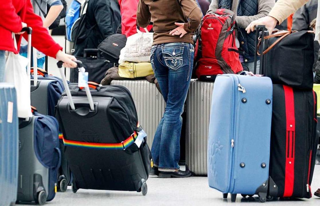 Nicht nur warten, sondern oft auch dra...ndividualreisende bei Airline-Pleiten.  | Foto: Roland Weihrauch