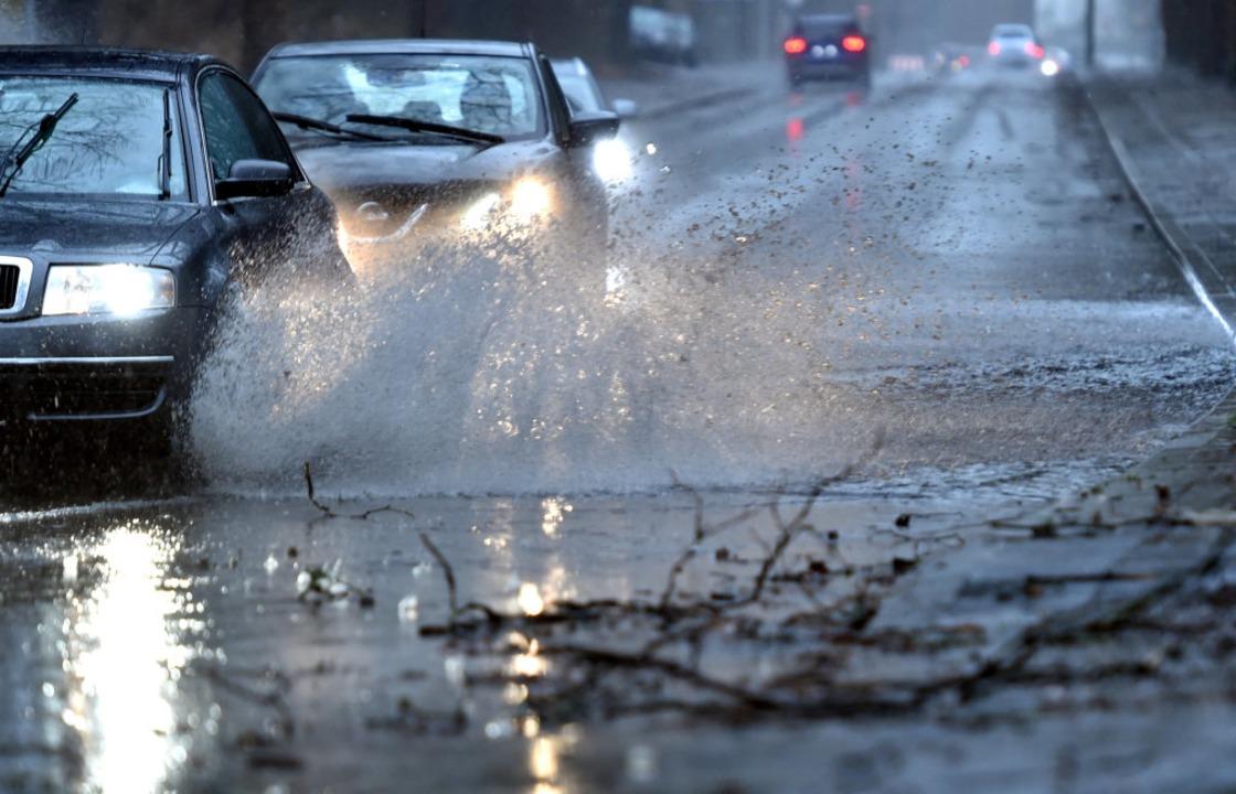 Sturm Eberhard brachte Böen und viel Regen.  | Foto: dpa