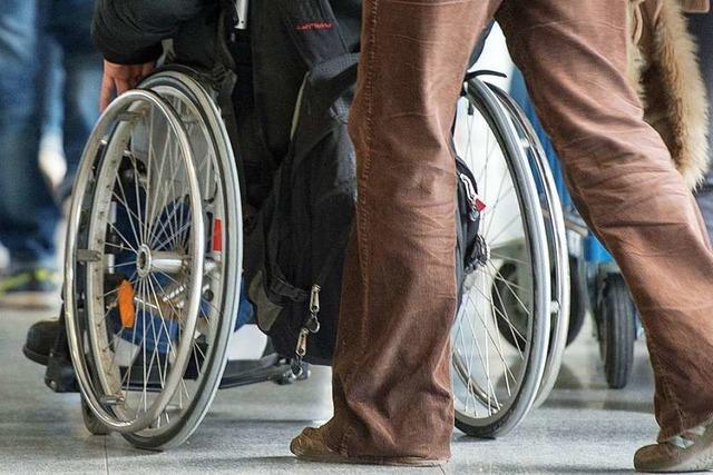Dieb entreißt in Stetten einem Rollstuhlfahrer das Handy