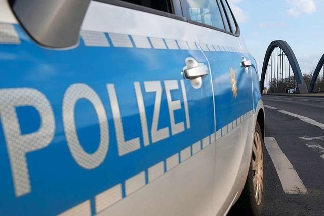 Bei einem im Hauinger Siegmeer geparkten Auto wurde die Heckscheibe eingeschlagen