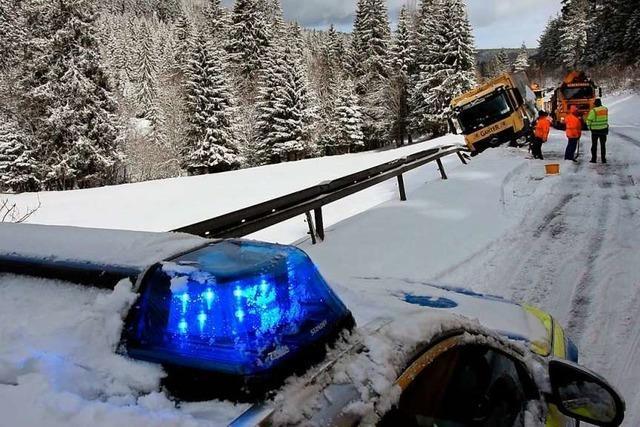 Der Winter im Hochschwarzwald ist zurück: Stromausfälle und spiegelglatte Fahrbahnen