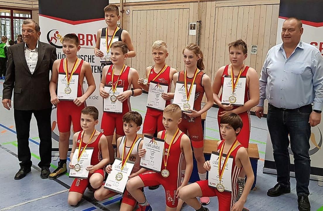 Die Südbadischen Meister in der  C-Jug...d Sportreferent Ralf Schick (rechts).     Foto:  Lothar Herzog