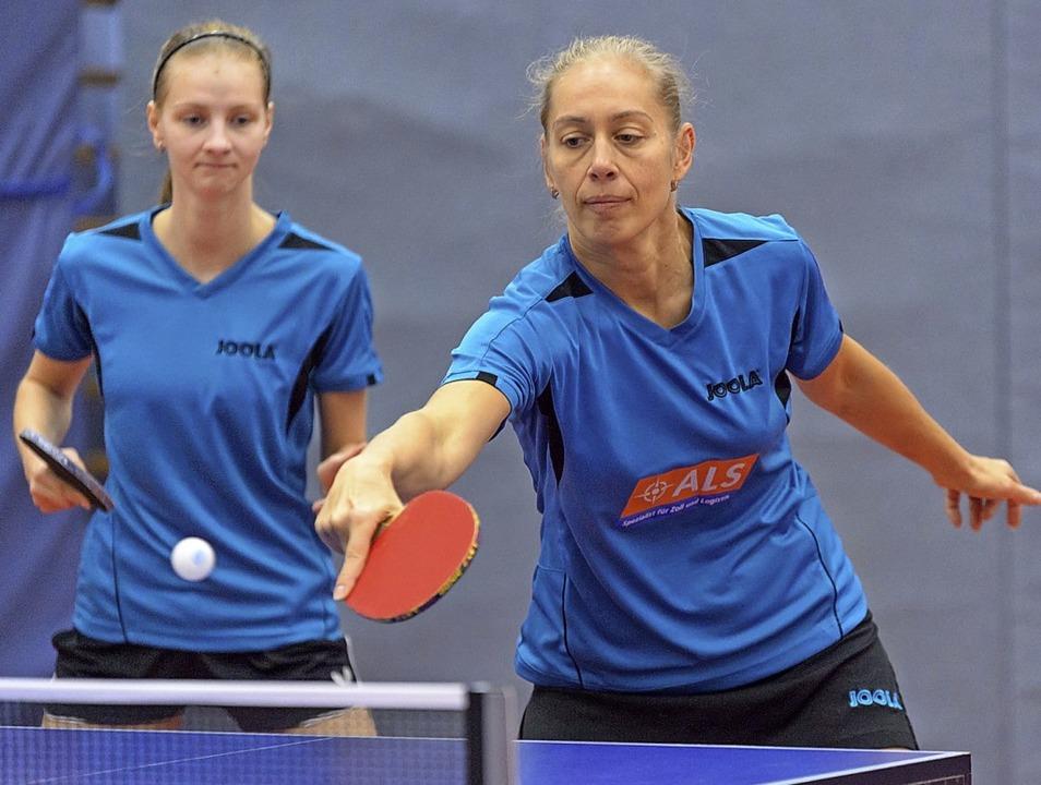 Ludmilla Anzibor (rechts) machte den W...ardmäßig – im Einzel drei Siege.  | Foto: Gerd Gründl