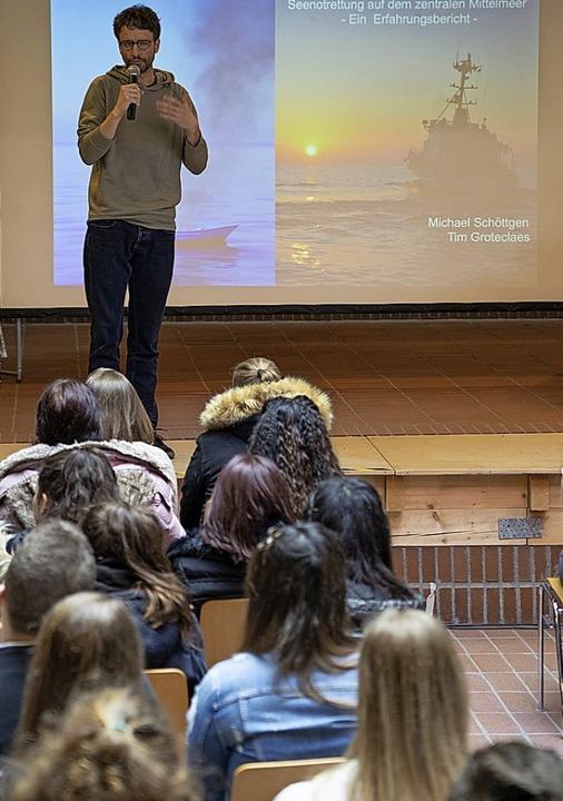 <BZ-FotoAnlauf>Aktionswoche: </BZ-FotoAnlauf>Schüler befragen Seenotretter.   | Foto: Schule
